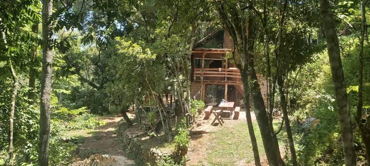 Cabana na natureza e lindo rio em frente!