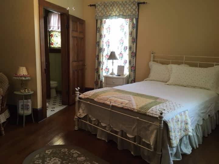 The Carriage House Bed & Breakfast: Carthage Room