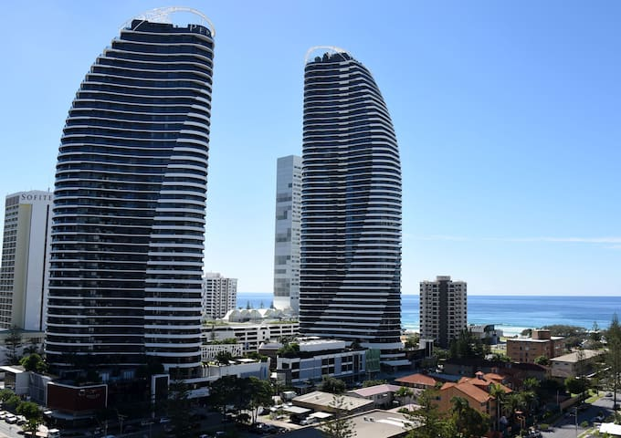2 Bedroom Ocean City Views Apartment in Broadbeach