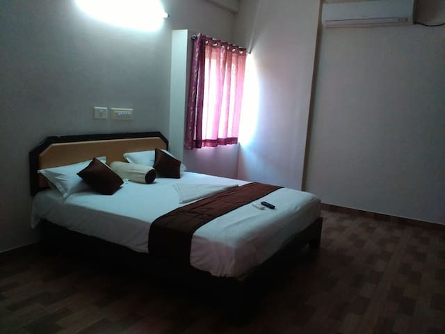 SUBASREE COTTAGE- ROYAL KING SUITE ROOM