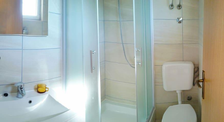Modernes Bad, klein aber fein :)