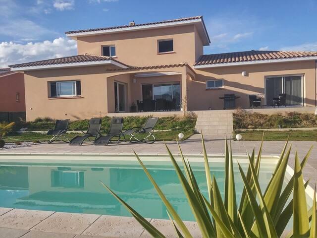 Villa avec piscine à 10 min des plages