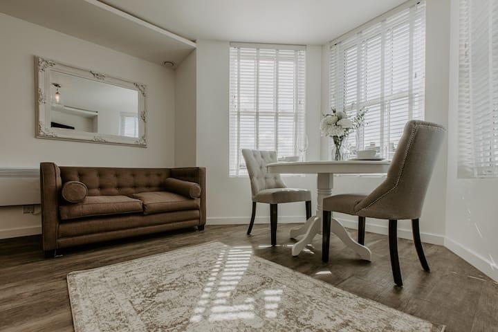 Beaufort Suites Cheltenham, Serviced Apartment 1
