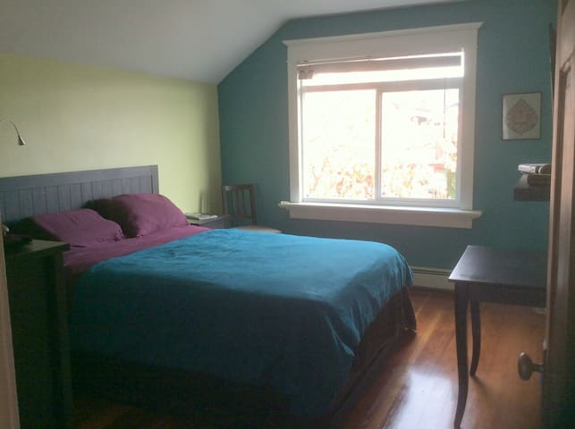 Sunny Upper Level Suite sublet