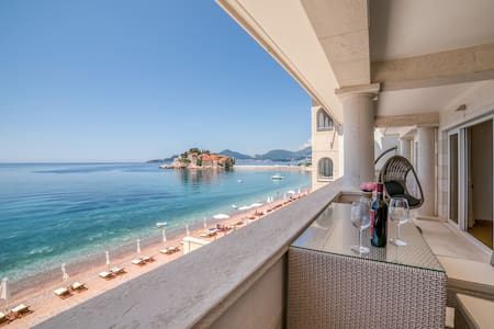 Fabulous Beachfront Penthouse with stunning view!