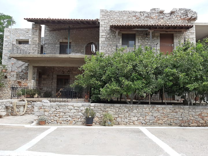 TRADITIONAL HOUSE ALEPIS IN AREOPOLIS CENTER 1
