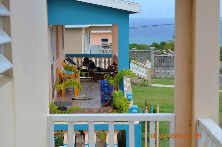 2bd home with Stunning Ocean and Mountain view - Saint James Windward Parish - Talo