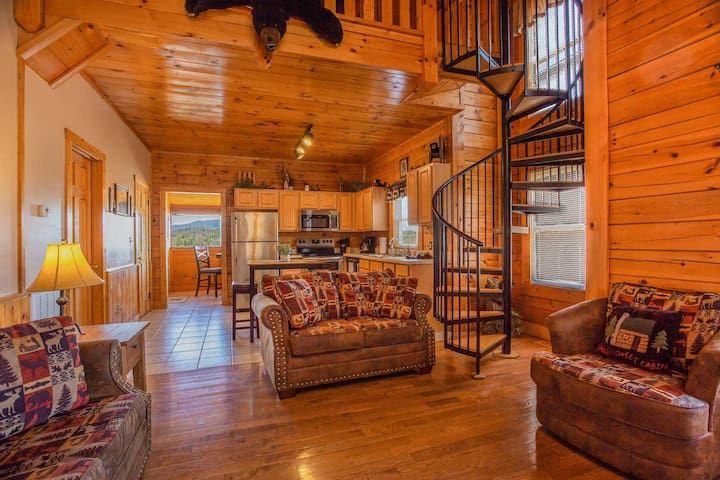 Bear Claw · Bear Claw Retreat in Pigeon Forge!