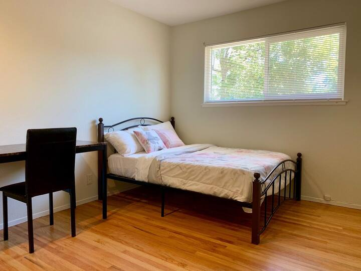 Beautiful room in professional house Milpitas