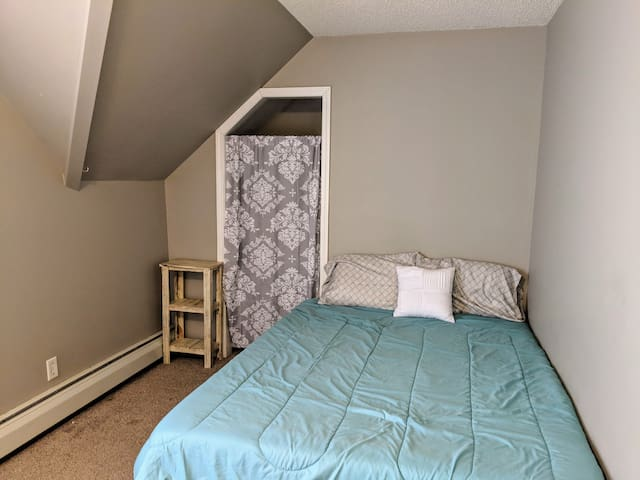 The Contemporary Craftsman (Bedroom 4)