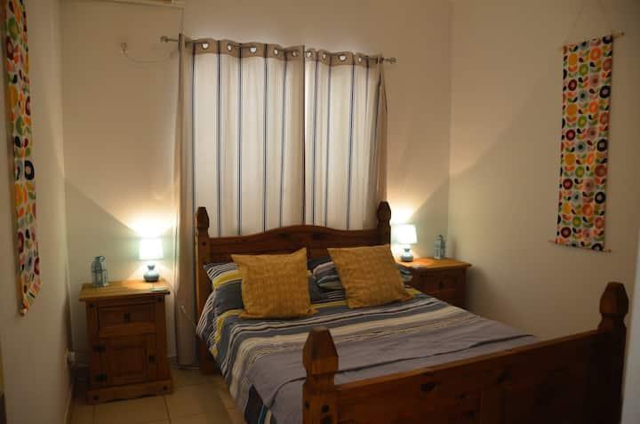 One Bedroom Apartment (Sleeps 3)