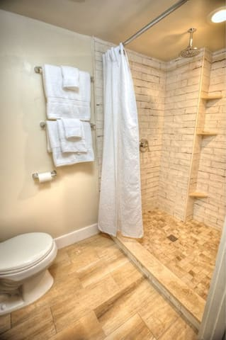 Independence Private Bath