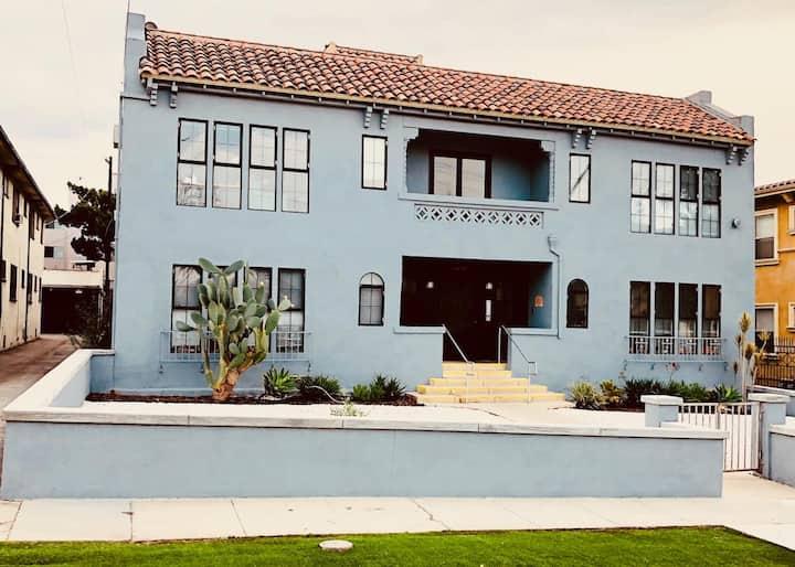 Amazing studio, near Los Feliz, fast wifi & desk