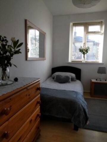 Lovely, single room in maisonette