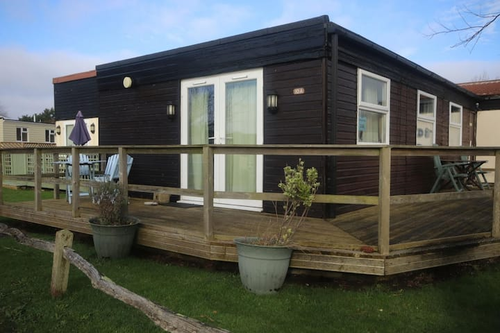 10A Medmerry Park 2 Bedroom Chalet