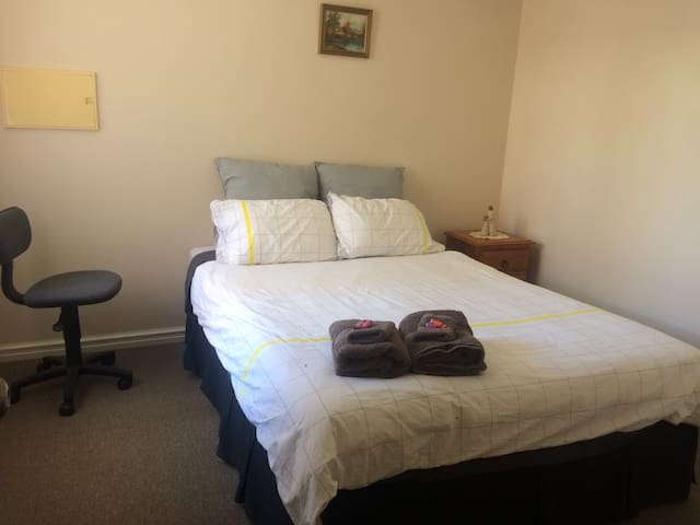 Nice and cosy Bedroom Kalgoorlie - Kalgoorlie - บ้าน