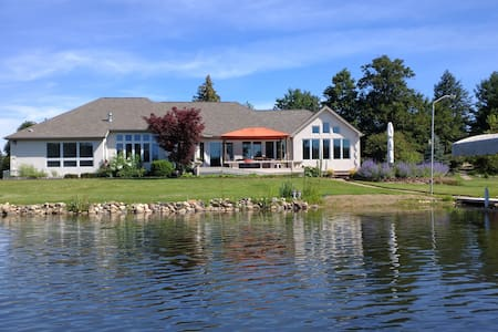Lakeside Retreat lakefront. Second  room add $50.