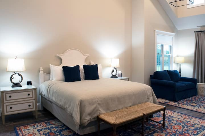 Luxury Couples Suite, close to Camelback