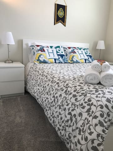The room has queen bed, fridge, tv with netflix, 2 bedside tables, closet, 2 lamps, clock, hangers and also we offer clean towels, sheets, soap, shampoo, conditioner and tissue. We have iron and ironing board too :-)