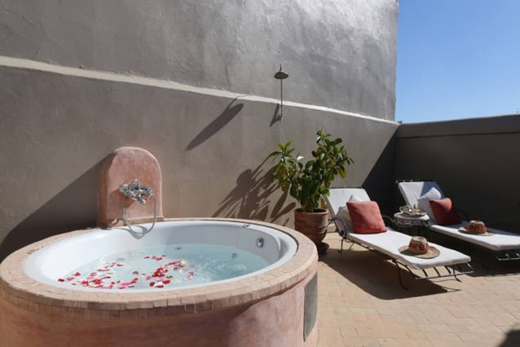 Terrasse avec baignoire balneo ( supplt)