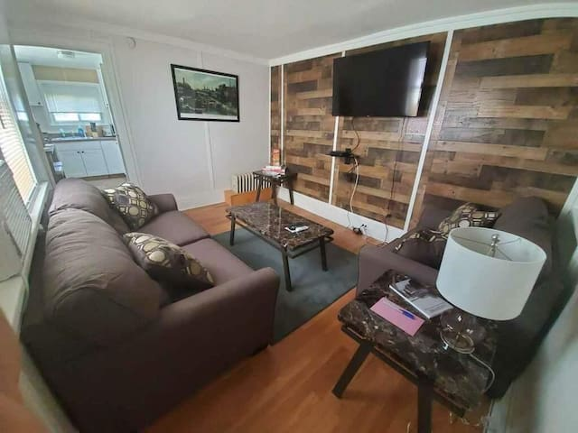 PRIVATE GUESTHOUSE IN LOCKPORT  3