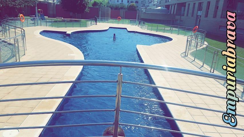 Appartement tout équipé piscine et parking privée