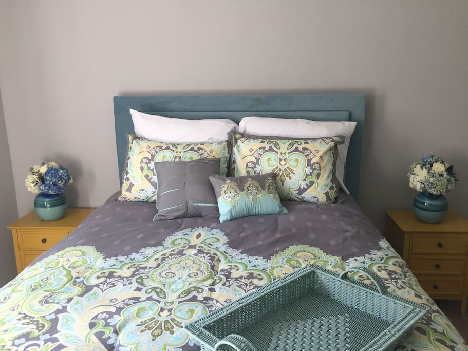 This bedroom comes with a queen bed. Has a Serta memory foam brand new mattress. Comes with a cool headboard that has it's own light.