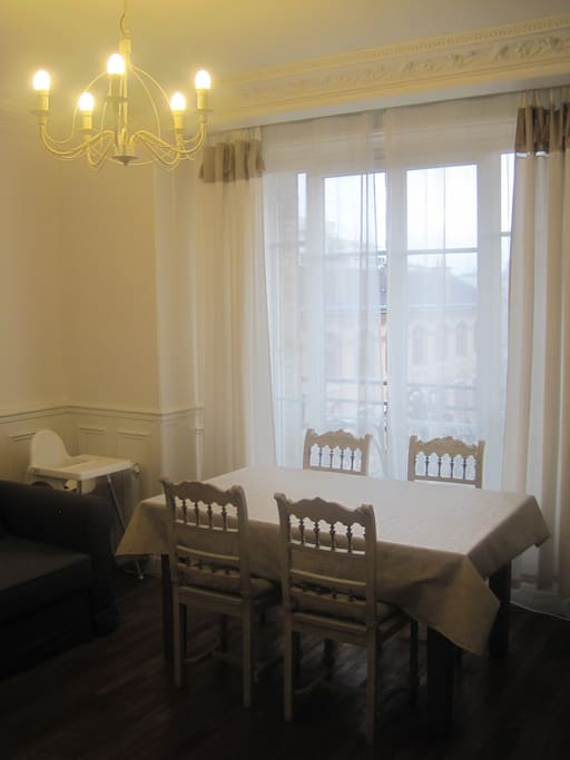 Living Room - Dinner Space