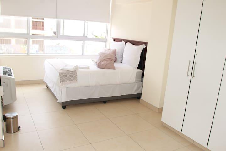 2 Bed Modern Beach Apartment - Durban - Huoneisto
