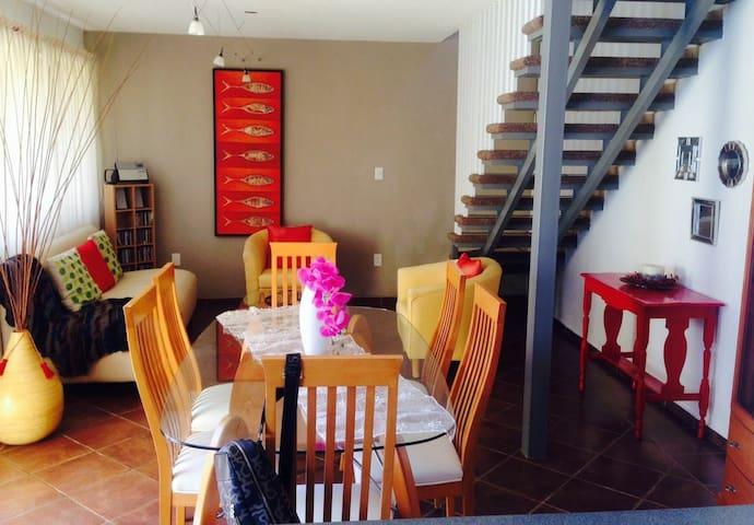 Preciosa casa con vista panorámica y jacuzzi.