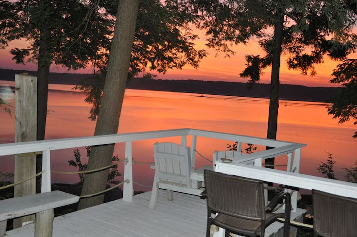 Sleeps 24+ Private Sandy Beach Retreats, Reunions