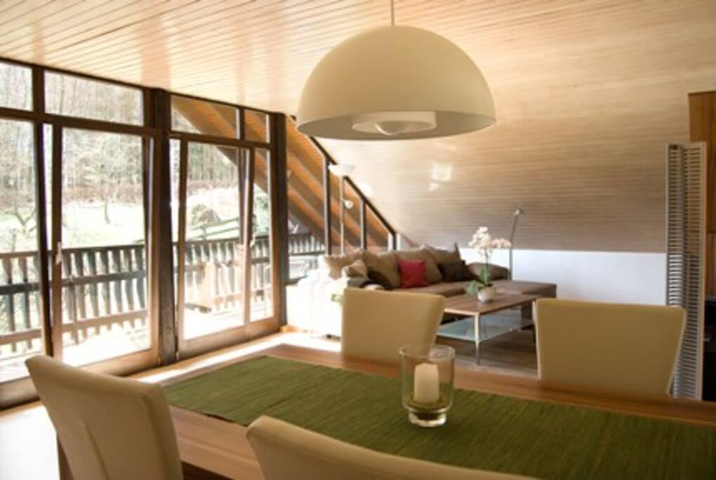 Modern eingerichteter Essbereich