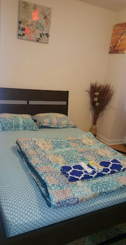Cozy room with working station, parking inclusive. - Toronto - Departamento