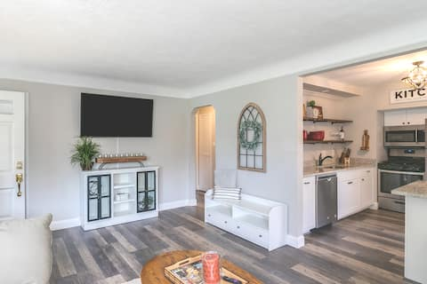 Peaceful, updated, private Plymouth retreat