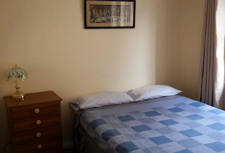 Centrally Located Room in Killarney Town House