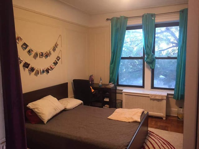 Spacious and Lovely Private bedroom in Astoria.