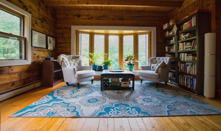 Log Cabin in Freedom - Cozy Fireplace & Firepits!