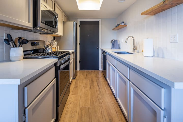 Recently renovated kitchen with upgraded stainless steel appliances.   You'll find all sorts of extras here tea, coffee, cream and cooking basics like spices and olive oil all provided.