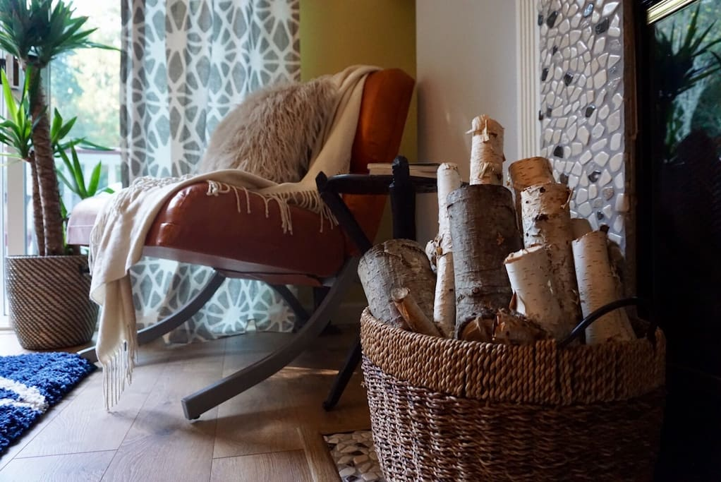 Decor is mid-century modern with touches of the Northwest. A chic and cozy combination.