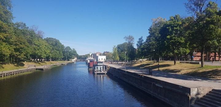 Unikt boende på husbåt centralaste Uppsala