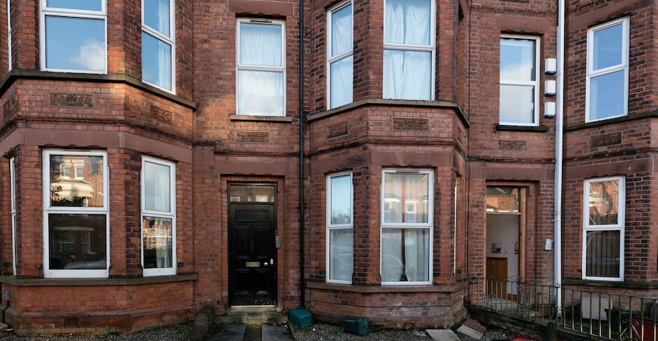 Lovely Double in Malone Area - Belfast - Apartment