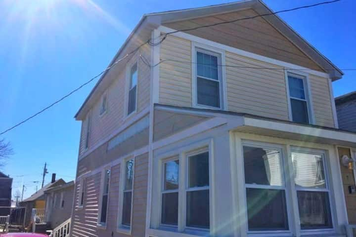 SPACIOUS 5 BDRM HOUSE ONLY 1 BLOCK FROM THE BEACH