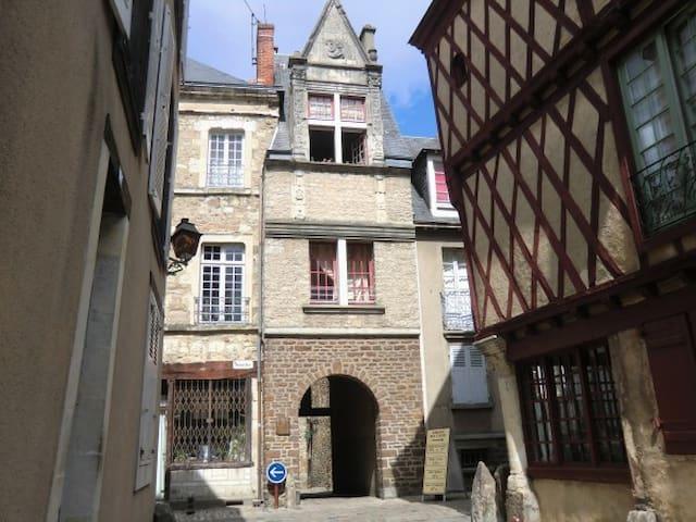 Nantes hyper centre - quartier Bouffay