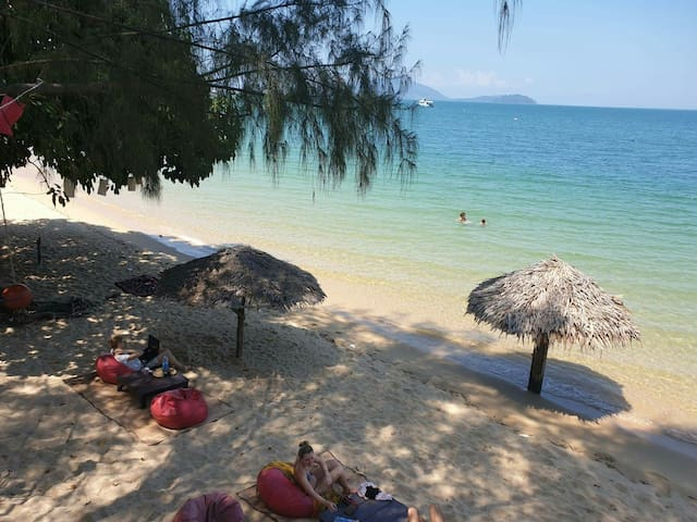 Sabai Sabai Cozy Beachfront Bungalow