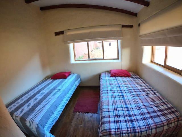 Habitación 2 -2 camas de plaza y media