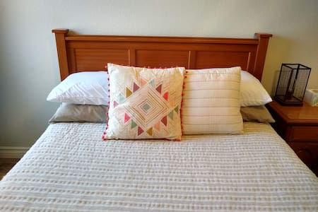 Simple Cheerful Convenient and a Pool (Double bed)
