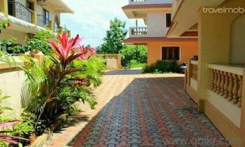 3bedroom villa near candolim - Nerul - House