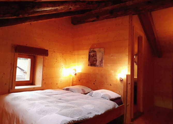 Comfortable room in a chalet full of charm