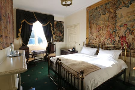 APPLEBY CASTLE - THANET BEDROOM