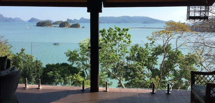Villa Hibiscus with stunning Sea views